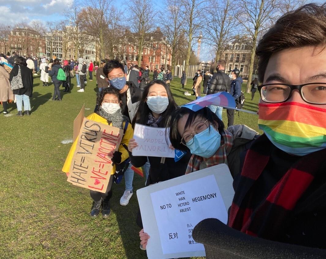 Foto Vincent bij protest met vrienden
