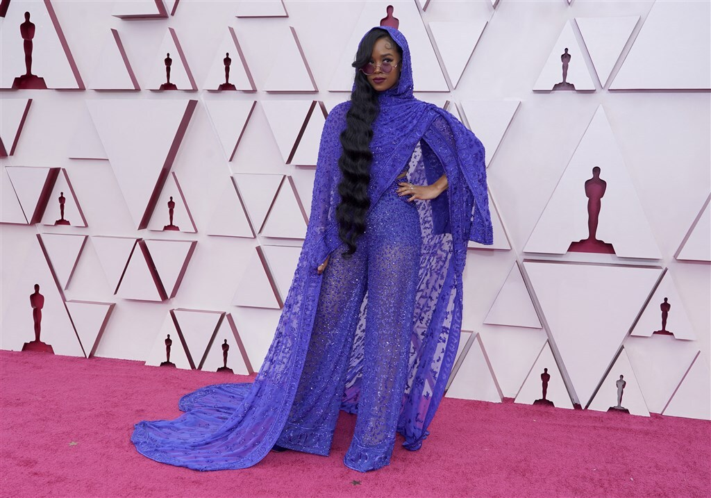 H.E.R. outfit 2021 Oscars