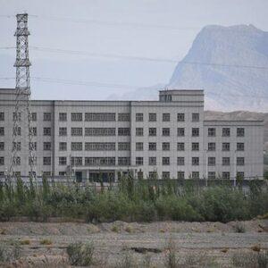 'Tienduizenden Oeigoeren werken onder dwang in fabrieken voor grote merken'