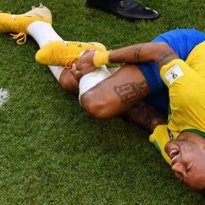 7 hilarische memes over Neymars oscarwaardige acteerkunsten