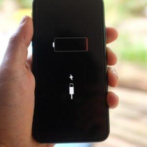 Amerikaanse iPhone-bezitters krijgen geld van Apple wegens gesjoemel met batterijduur