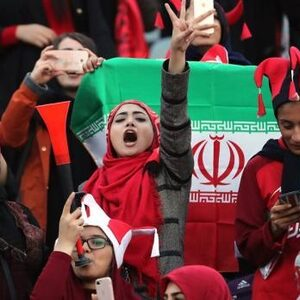 FIFA gaat Iran dwingen vrouwen toe te laten in voetbalstadions