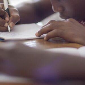 Jongen belt alarmnummer om te veel huiswerk