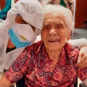 104-jarige oma Ada uit Italië geneest van het coronavirus