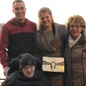 Held Mike wil kerstkaarten inzamelen voor eenzame ouderen in tehuis