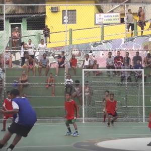 Robert riskeert zijn leven voor straatkinderen in Braziliaanse favela's