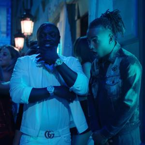 Akon keert terug in het Spaans met Ozuna in videoclip van Coméntale