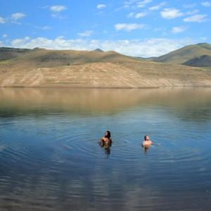Akwasi en Tygo Gernandt maken prachtige reis over de gevaarlijkste wegen van Lesotho