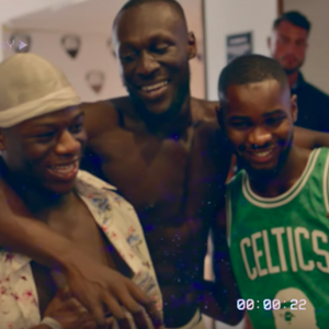 Dave en Burna Boy feesten op Ibiza in clip van 'Location'
