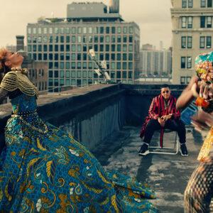 Janet Jackson en Daddy Yankee dansen op straat in kleurrijke 'Made for Now'-clip