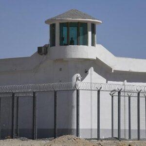 'Oeigoeren naar kampen vanwege hoofddoeken, baarden en buitenlandse websites'