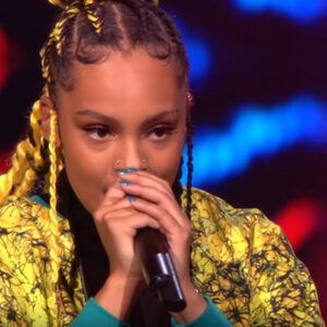 Ali B biedt Zoe Livay contract aan in The Voice