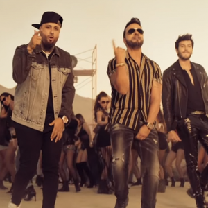 Luis Fonsi brengt zomerse clip uit met Nicky Jam en Sebastian Yatra