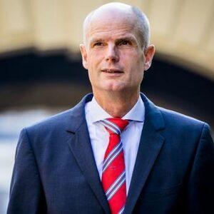 Moet Minister Blok aftreden na het zomerreces?