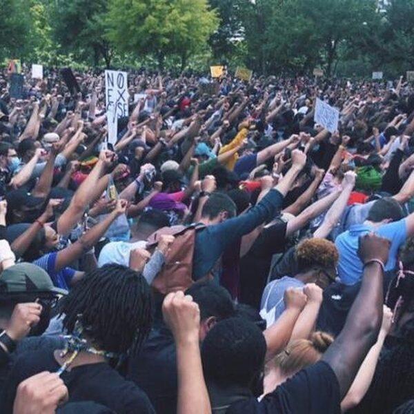 Ruim 60.000 demonstranten herdenken George Floyd samen met zijn familie in Houston