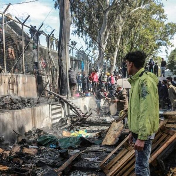 Grieks vluchtenlingenkamp Moria opgeschrikt door verwoestende brand