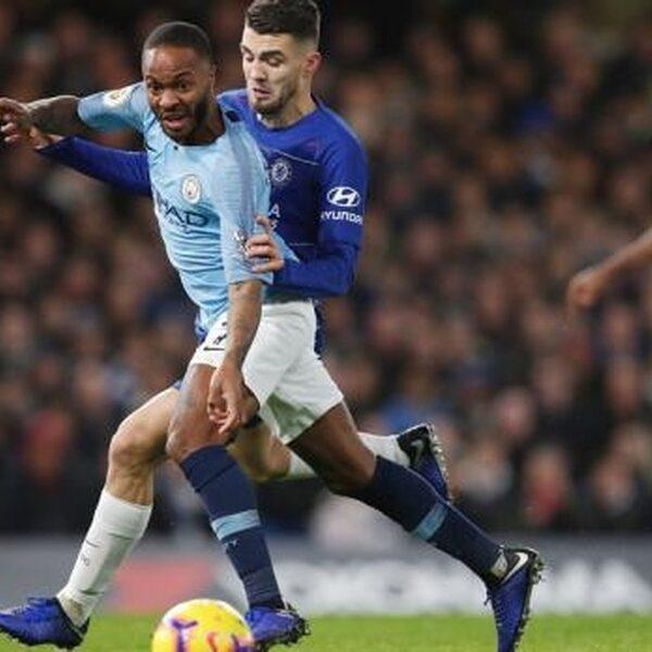 """Manchester City-voetballer noemt media """"brandstof voor racisme"""""""