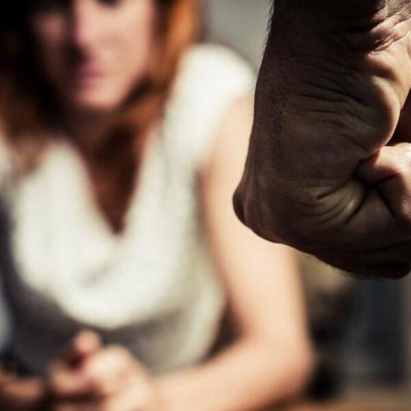 """Tessel (21): """"Voordat ik het wist, zat ik in een gewelddadige relatie"""""""