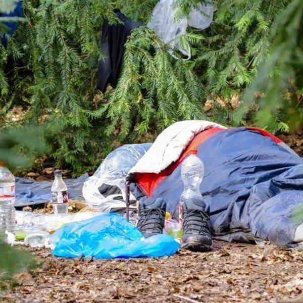 "FunX-luisteraar Brian bezoekt daklozenkamp: ""Bizar dat dit voorkomt in Nederland"""