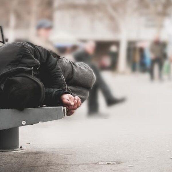 Verplicht thuisblijven: wat als je dakloos bent en nergens heen kan?