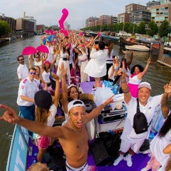 FunX vaart weer mee met de Canal Parade tijdens de Pride Amsterdam 2019!