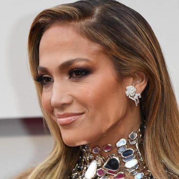 Jennifer Lopez is 50 geworden! Zo blijft ze er geweldig uitzien