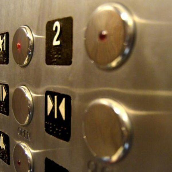 Chinees-Nederlandse Cindy (24) mishandeld in lift na 'klagen' over racistisch carnavalslied