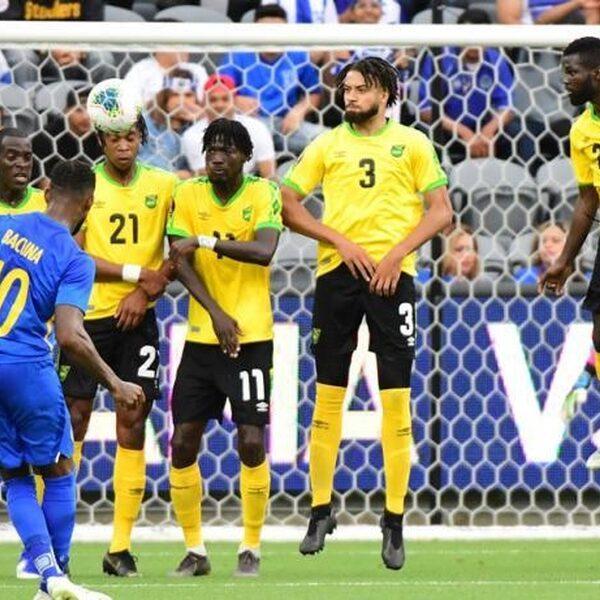 Curaçao dankzij wereldgoal voor het eerst in historie naar kwartfinale Gold Cup