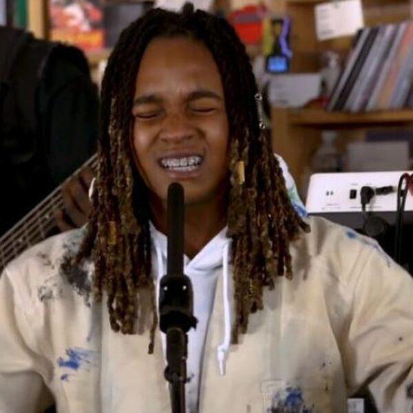 Grammy-winnares Koffee brengt good vibes tijdens vrolijk Tiny Desk Concert