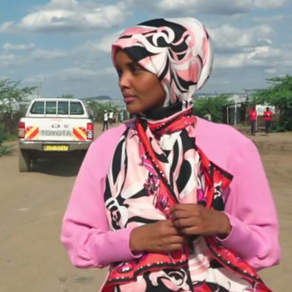 Hoe Somalische vluchteling Halima Aden een succesvol model werd