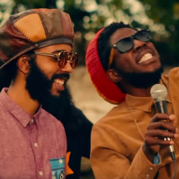 Deze moderne reggae-artiesten brengen je die Jamaican good vibes