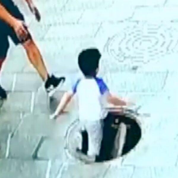 Nieuwsgierig jongetje (3) valt in put in China
