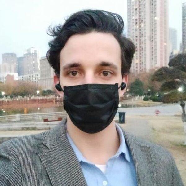 """Nederlandse Jaïr woont in Wuhan: """"Ik weet niet wat er gaat gebeuren"""""""