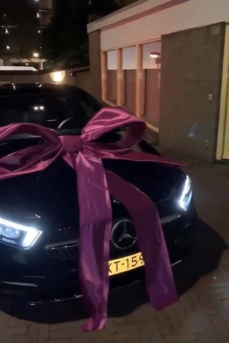 boef geeft vriendin selma een dikke auto cadeau funx nl boef geeft vriendin selma een dikke