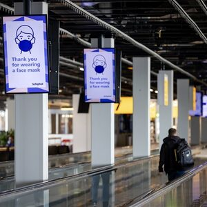 Coronamutatie ook in Nederland, kabinet stelt vliegverbod in