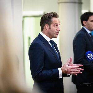 Kabinet komt met 'coronapaspoort' om Nederlanders meer vrijheid te bieden