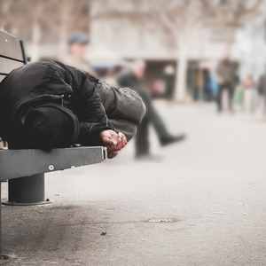 """Daniël (20) is dakloos: """"Ik krijg per week €800 aan belachelijke slaapboetes"""""""