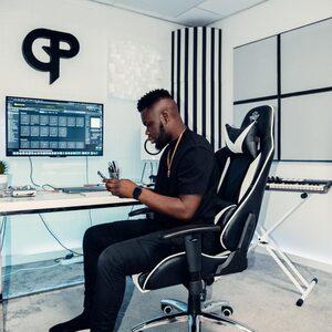 Gideon (24): ''De switch van muziek spelen in de kerk naar produceren was niet altijd even makkelijk''