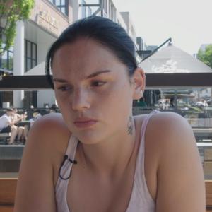 """Famke Louise openhartig over ex-vriend: """"Hij sloeg me bijna dagelijks"""""""