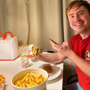 """Eke verdient geld met snacken: """"Van diepvriespizza's tot luxe burgers"""""""