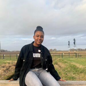 """Zuwena (16) maakt zich zorgen over de examens: """"We hebben minder lesstof gehad dan normaal"""""""