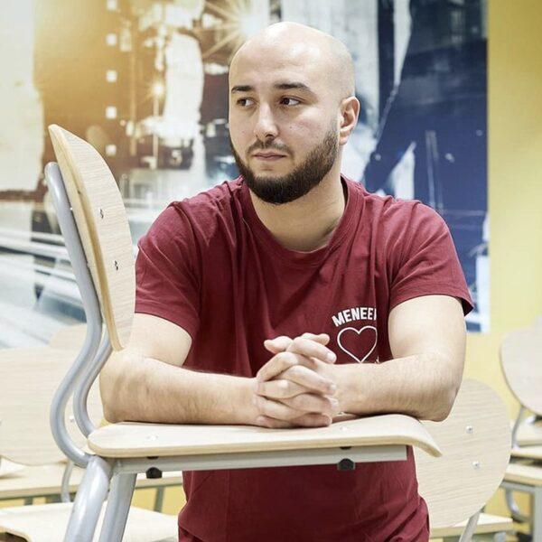 Leraar Ismail Aghzanay vindt dat mensen moeten stoppen met het neerkijken op (v)mbo'ers