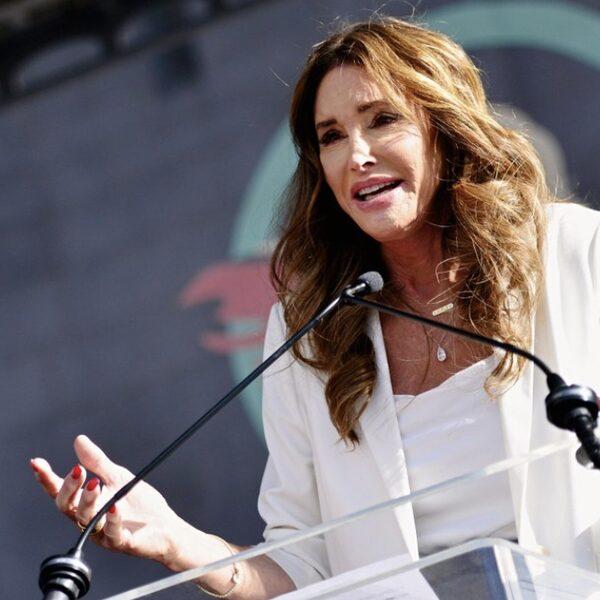 Caitlyn Jenner dient officieel papieren in om gouverneur van Californië te worden