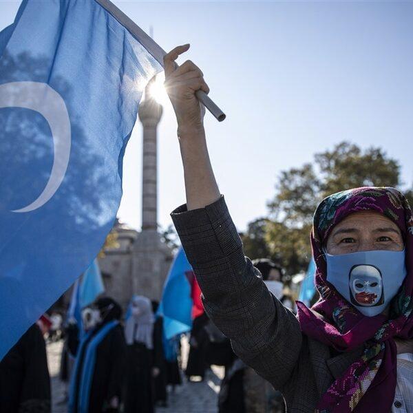 'Oeigoerse vrouwen massaal en stelselmatig verkracht in kampen'