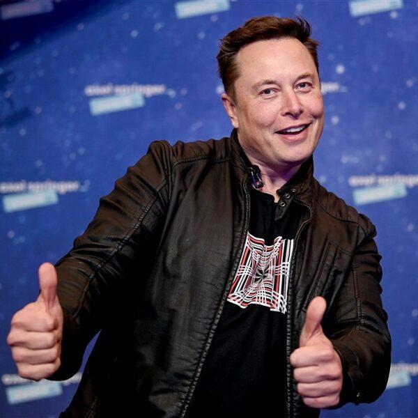 """Hackers van Anonymous klaar met Elon Musk: """"We komen achter je aan"""""""