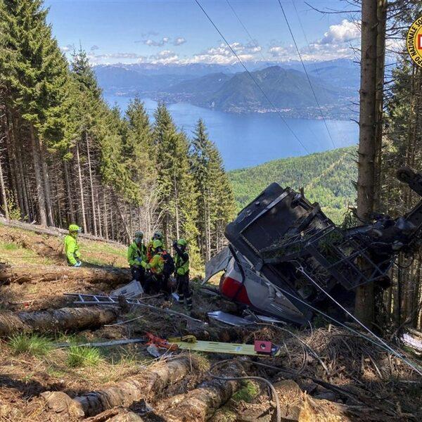 Ongeval met kabelbaan in Italië: 9 doden nadat cabine naar beneden stort