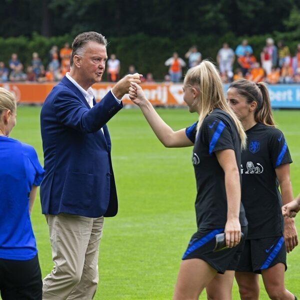"""Louis van Gaal haalt uit naar Oranje: """"Veredeld stelletje sterren"""""""
