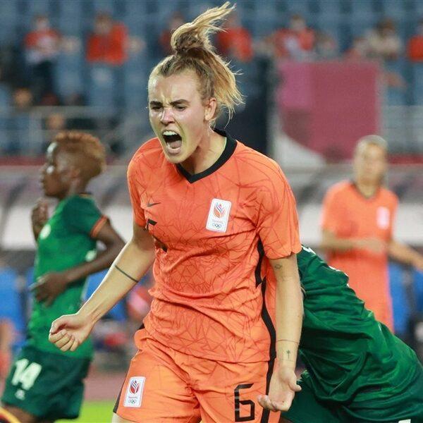Oranjeleeuwinnen beginnen Olympische Spelen met enorme overwinning van 10-3