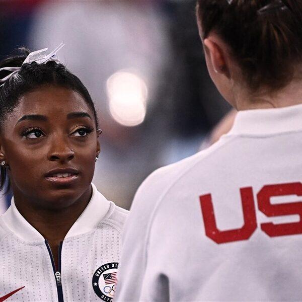 Simone Biles ziet af van olympische meerkamp vanwege mentale problemen