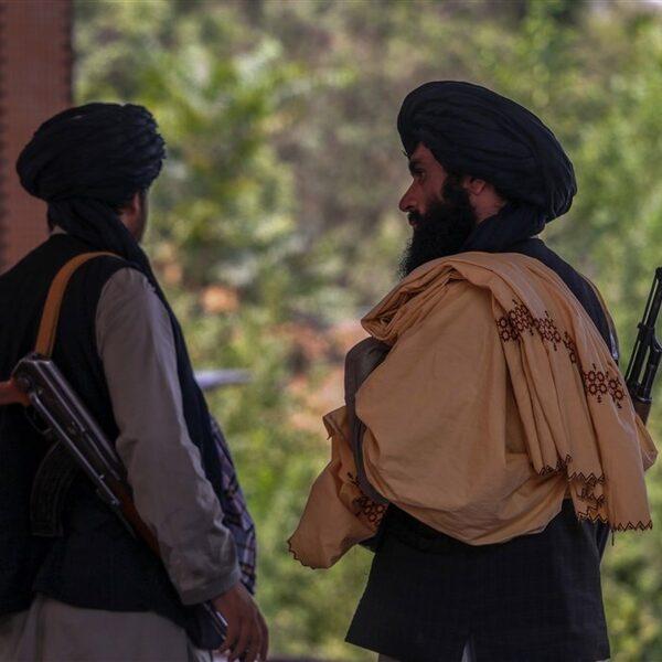 Afghaanse tolken die voor Nederland werkten, gedaagd voor rechtbank door Taliban